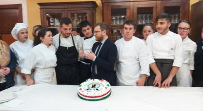 Il ministro Provenzano a pranzo presso le cucine dell'Istituto Alberghiero