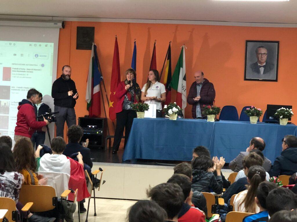L'attaccante della nazionale Gloria Marinelli incontra gli studenti di Agnone
